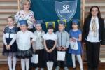 Ślubowanie uczniów klasy I w Szkole Podstawowej im. Prezydenta Ryszarda Kaczorowskiego w Strabli